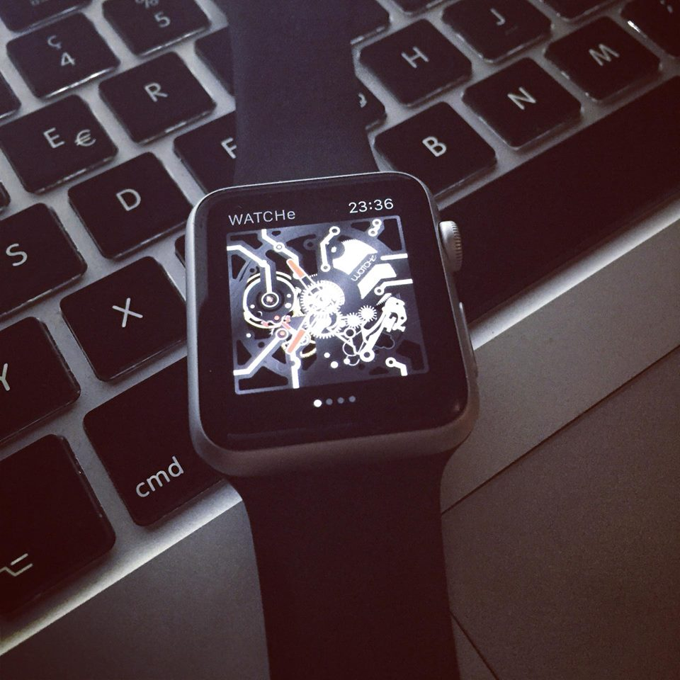 WATCHe turns your Apple Watch in a skeleton mechanical watch