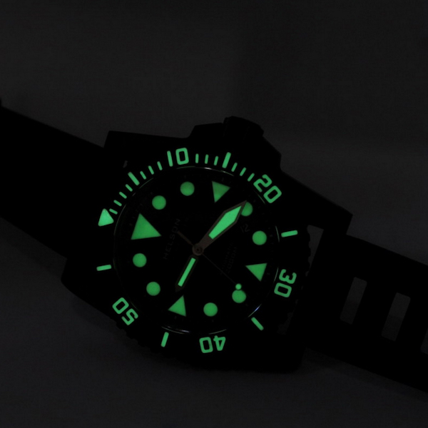 Helson-Shark-Diver-Forged-Carbon 45 night shot