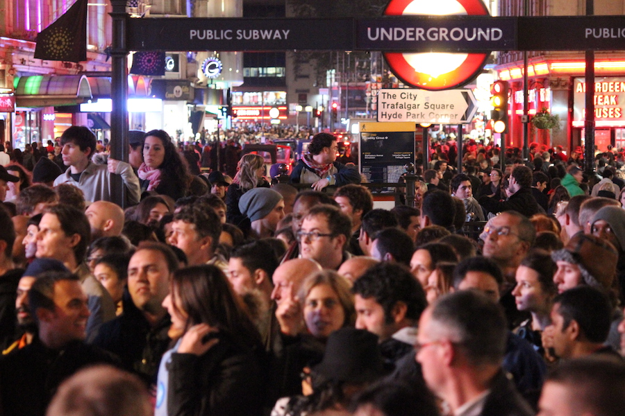 51_Degrees_crowd_scene_at_Piccadilly_Circus_at_Underground_station