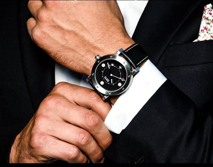 bovarro-on-the-wrist